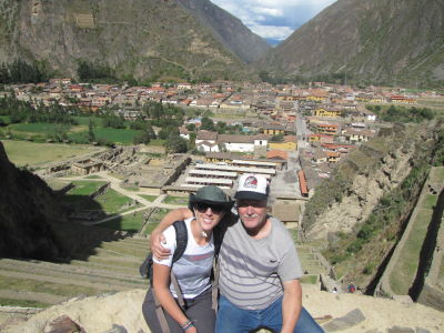 Shannon and her dad posing in front of Ollantaytambo
