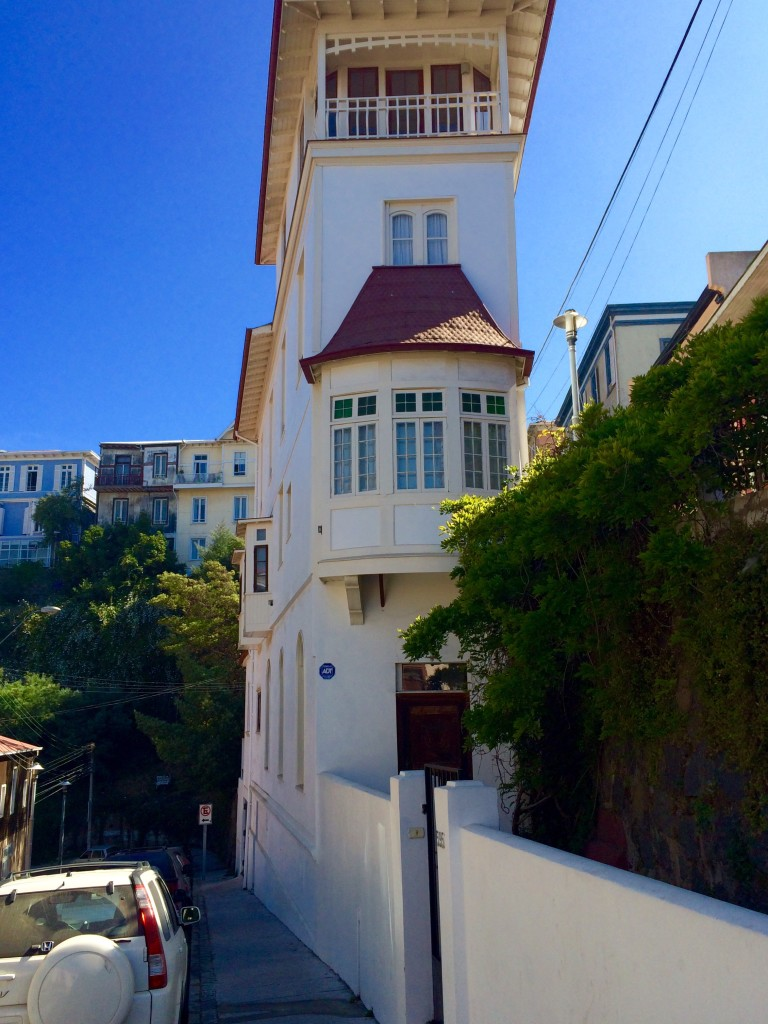 Cruise ship house Valparaiso